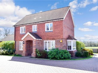 3 bed detached house in Merstham, Redhill