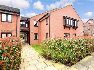 1 bed first floor flat in Bramley, Guildford