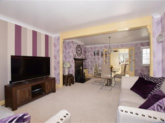 3 bed semi-detached house in Lower Kingswood, Tadworth