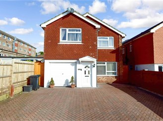 4 bed detached house in Westdene, Brighton