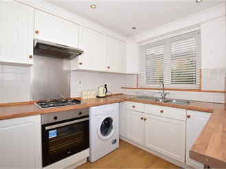 1 bed top floor apartment in Wallington
