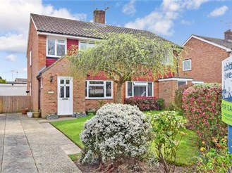 3 bed semi-detached house in Horsham