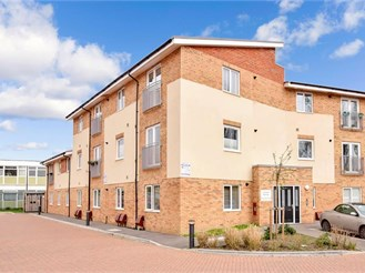 1 bed top floor flat in Leatherhead