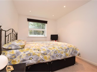 2 bed ground floor apartment in Horley