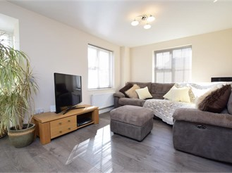 4 bed detached house in Newhaven