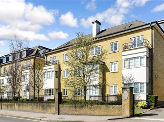 2 bed second floor apartment in Purley