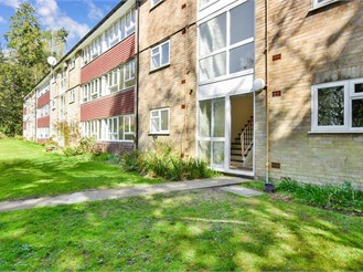 2 bed first floor flat in Warlingham
