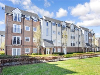 2 bed third floor apartment in Portsmouth