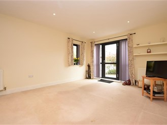2 bed ground floor apartment in Reigate
