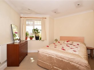 2 bed top floor apartment in Mitcham