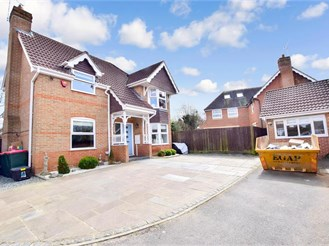 4 bed detached house in Maidenbower, Crawley