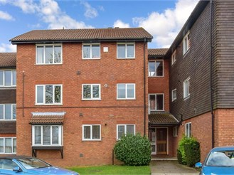 2 bed first floor apartment in Sutton