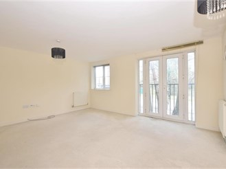 2 bed first floor apartment in Bordon