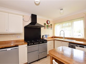 3 bed semi-detached house in Liss