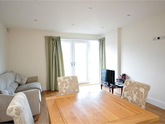 2 bed flat in