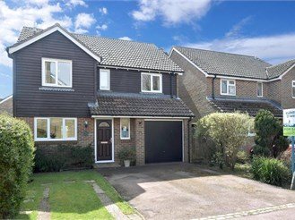 4 bed detached house in Tangmere, Chichester