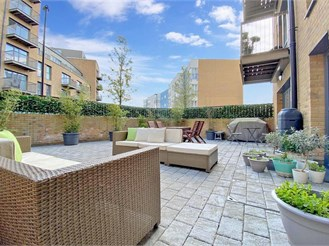 2 bed ground floor apartment in Croydon