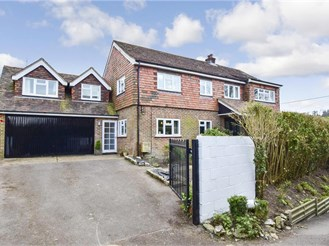 5 bed detached house in Buriton, Petersfield