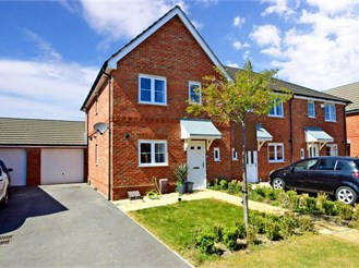 3 bed end of terrace house in Portsmouth