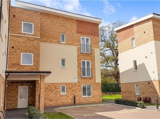 2 bed ground floor flat in Leatherhead