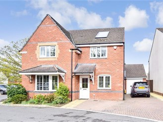 4 bed detached house in Southwater, Horsham