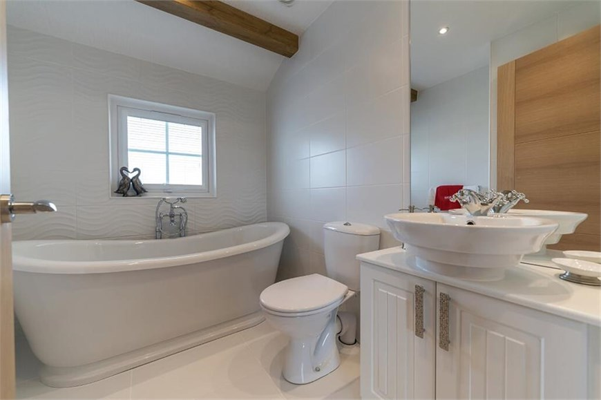 Cardigan Cottage - Bathroom