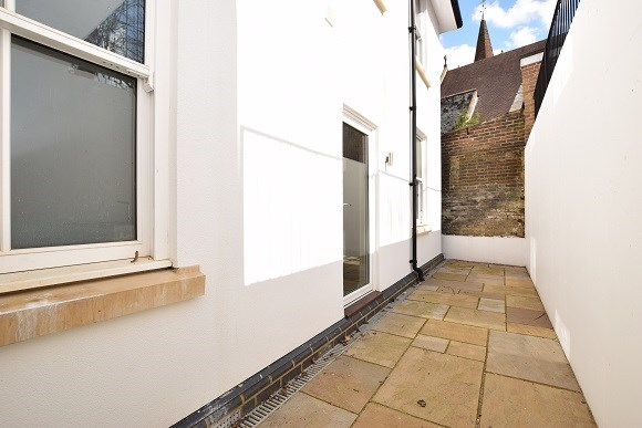 abbeycourt private patio example